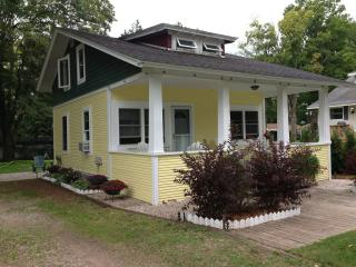 Walloon Lake Cottage 3 bdr/1.5 bath