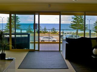 Sandcastles Oceanfront Apartment, Scarborough