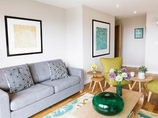 Relax beach-chic style in the spacious and trendy lounge with its comfy sofa & chairs.