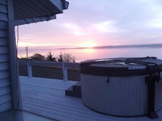 Bourbon Place Retreat on Netarts Bay, Tillamook