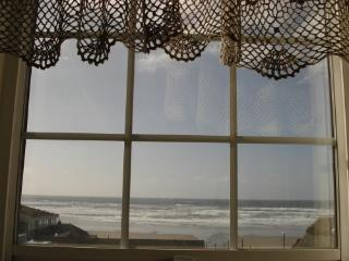Beach Side English Boarding Rooms/Vacation Rental/, Newport