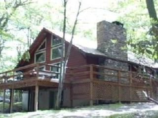 Spacious Home on Peaceful/Private Wooded Lot, Lake Harmony