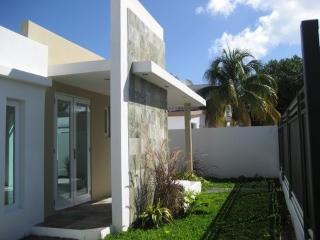 Modern House by the Beach in San Juan, Miramar