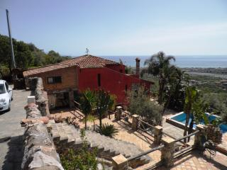 VILLANOBILI! AMAZING VILLA 2 STEPS FROM TAORMINA! June 1 Week Only €.949!!