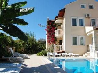 LUXURY 3 BEDROOM MERAL APART NEAR BEACH WITH POOL, Hisaronu