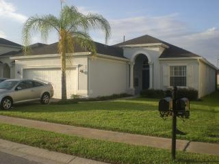 Gated Lakeside Community - South Facing Pool & Spa, Haines City