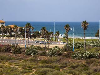 Sea view, beach, near Caesarea, Villa / 10 people, Hadera