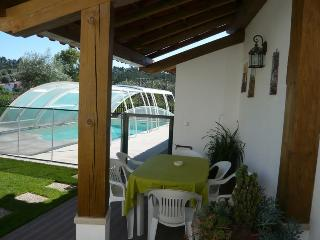 Swimming pool, garden and carport for dine outdoors