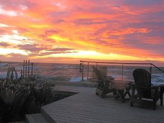 VIBRANT SUNSETS & AMAZING SURF, Oak Harbor