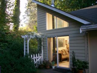Kellerman Creek B&B Studio Cottage near beaches, Bainbridge Island
