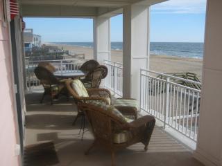 Luxury Beachfront 4 Bedroom 4 Bath Condo, Virginia Beach
