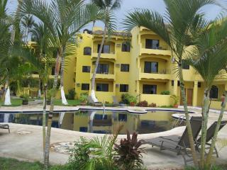 Studio Condo - Beachfront Paradise!, Los Ayala