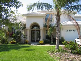 Tropical Island Retreat-Private Waterfront, Tarpon Springs