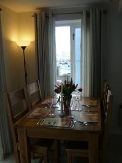 dinner table for 4/6