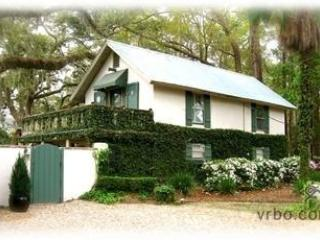 Beautiful & Charming Historic Cottage, Sea Island