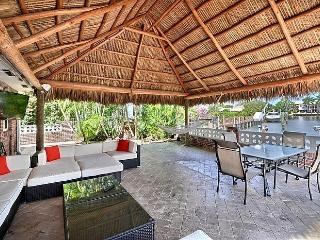 Huge 20 foot Tiki Hut on Intra Coastal / Pool, Lighthouse Point