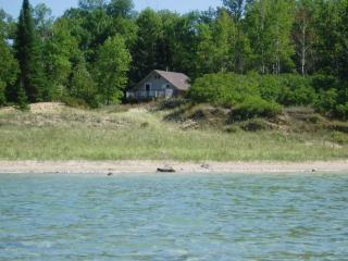 Lake Michigan Beachfront Cottage Sunday to Sunday, Kewadin