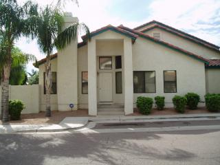 Beautiful Condo in Gilbert, AZ - Lake Community