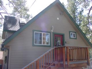 Tree Top Cottage  Romantic  WiFi Hot Tub $125-145, Big Bear Region
