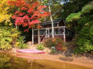 lakeside cottage in quiet setting on lovely lake, Northwood