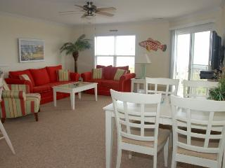 OCEANVIEW TOP FLOOR 3 BEDROOM CONDO WITH POOL, Oak Island