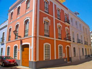 House in the heart of Seville, perfect for one or two families