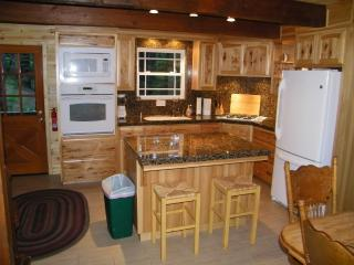 Blue Lake Springs Remodeled Cabin--Sleeps up to 13, Arnold