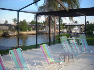 *Heated Pool*Waterfront* Dock* Home, sleeps 10, Apollo Beach