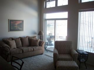 New Three Bedroom House With  Boat Dock and WIFI, Lake Ozark
