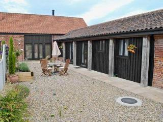 COURTYARD BARN 2, North Walsham