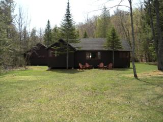 Adirondack lakeside camp - 300 ft lake frontage, Caroga Lake