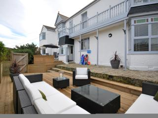 5 BEDROOM FAMILY HOUSE OVERLOOKING THE BEACH, Porthtowan