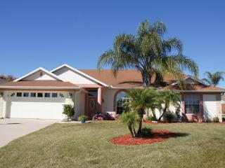 Beautiful Pool Home with mother in law suite, Davenport