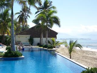 Beachfront Condo - Amazing location!, Bucerías