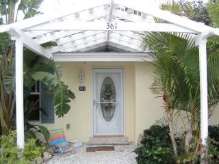Charming, quiet, new beach cottage with garage., Longboat Key