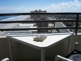 Ocean Front Daytona Condo - Vacation Central, Daytona Beach