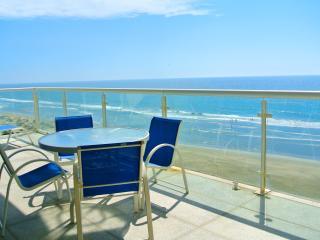 Ocean front condo, Acapulco