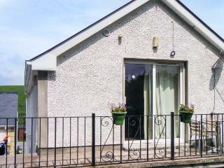WILLOWTREE LODGE APARTMENT, welcoming property, open plan living area, garden, near Rossnowlagh, Ref 19589
