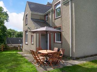 QUARRY BANK, WiFi, open fire, pets welcome, tradtional cottage near Benllech, Ref. 914609