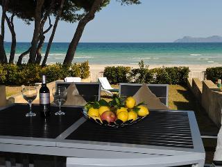Garden and terrace with amazing sea views / Jardin y terraza del apartamento con fantasticas vista