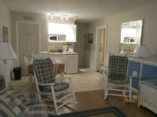 Unique Privately Owned Condo in Hotel~ Indoor Pool, Yarmouth