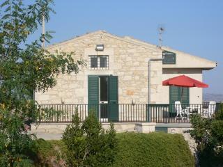 Casa con veranda panoramica vista mare/campagna, Marina di Ragusa
