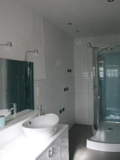 Double room shower room