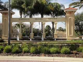 Gorgous Resort Pool Home only 3 Miles from Disney, Four Corners