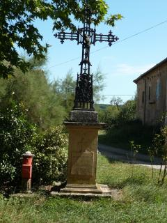 Cross in the centre of the hamlet