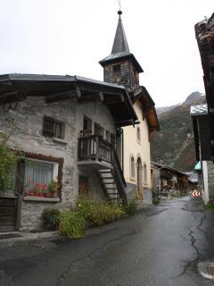 Le Tour Village