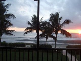 Affordable Luxury Beachfront Condo-Dream Home!!!, Fort Myers Beach