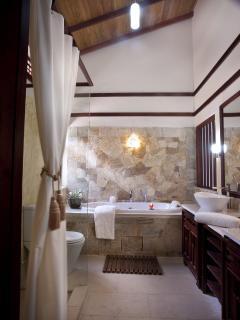 En suite bathroom - master bedroom
