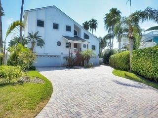 Luxurious Home on waters w/POOL, Saint Pete Beach