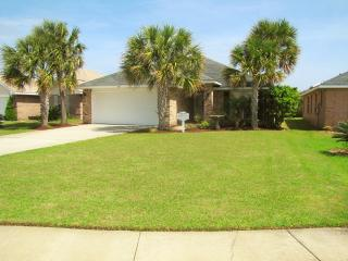 Dolphins Retreat! Private Pool! Walk to the beach!, Miramar Beach